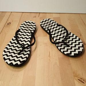 4388e105c8fe ESNY Comfort Sandals Black White Chevron Size 8